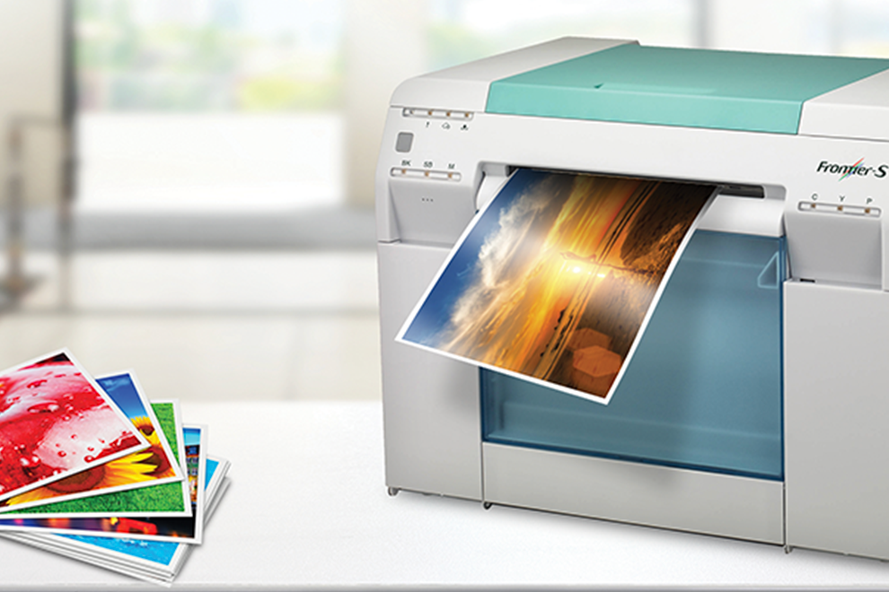 Impresora minilab inkjet dry lab de 245gm imprimiendo fotografías en papel glossy - Photoline - Kronaline