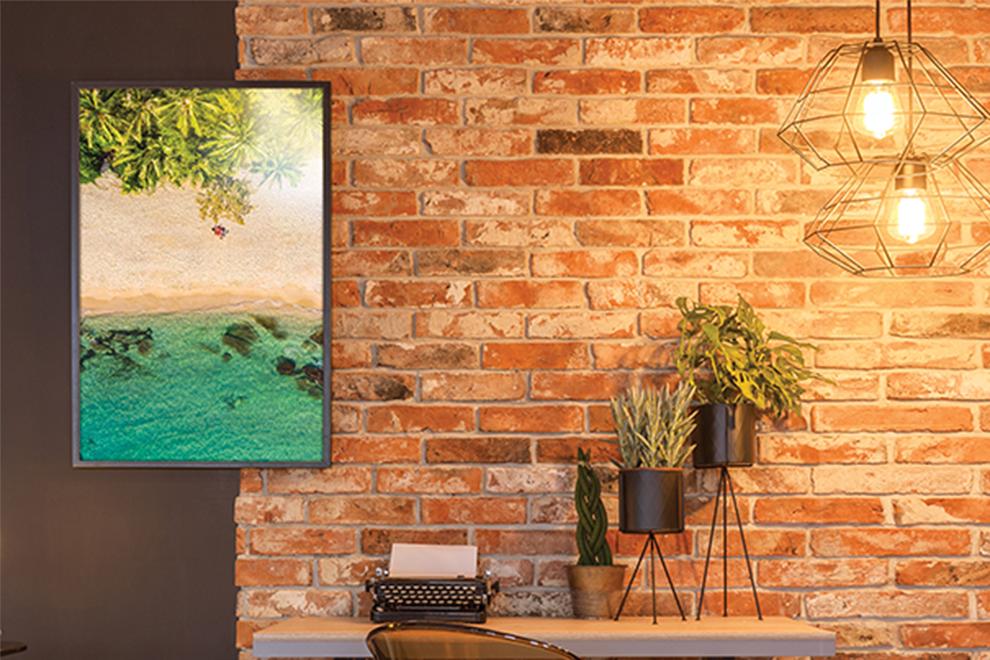 Papel profesional fotográfico satín aperlado 260g/m2 adornando pared de estudio - Photoline - Kronaline